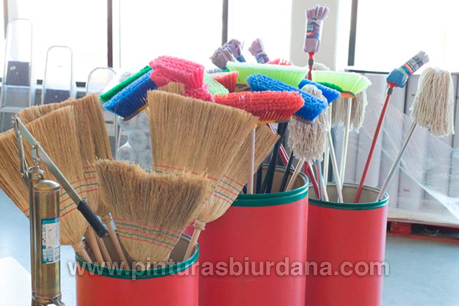 productos limieza escoba, mijo pinturas Biurdana